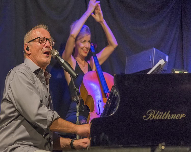 Konstantin Wecker bei den Salzachfestspielen in der Salzachhalle in Laufen a.d. Salzach