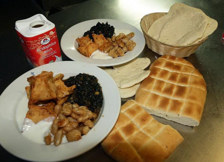 Von Samosas, ägyptischen Spinat, Bohnen und orientalischem Brot