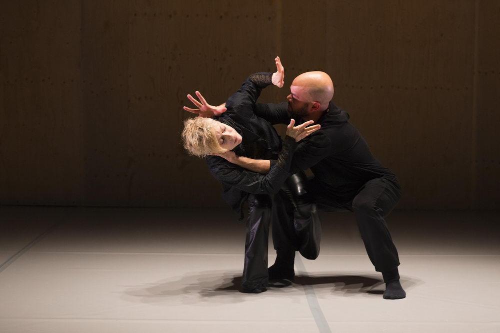 Dance Company : Fou GlorieuxTitle english : BATTLEGROUNDTitre français: Mille BataillesChoreographer : Louise LcavalierDancers: Louise Lecavalier & Rob Abubo