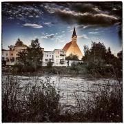 Die Stiftskirche in Laufen in der Salzachschleife