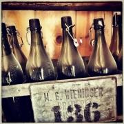 Alte Bierflaschen der Brauerei Wieninger
