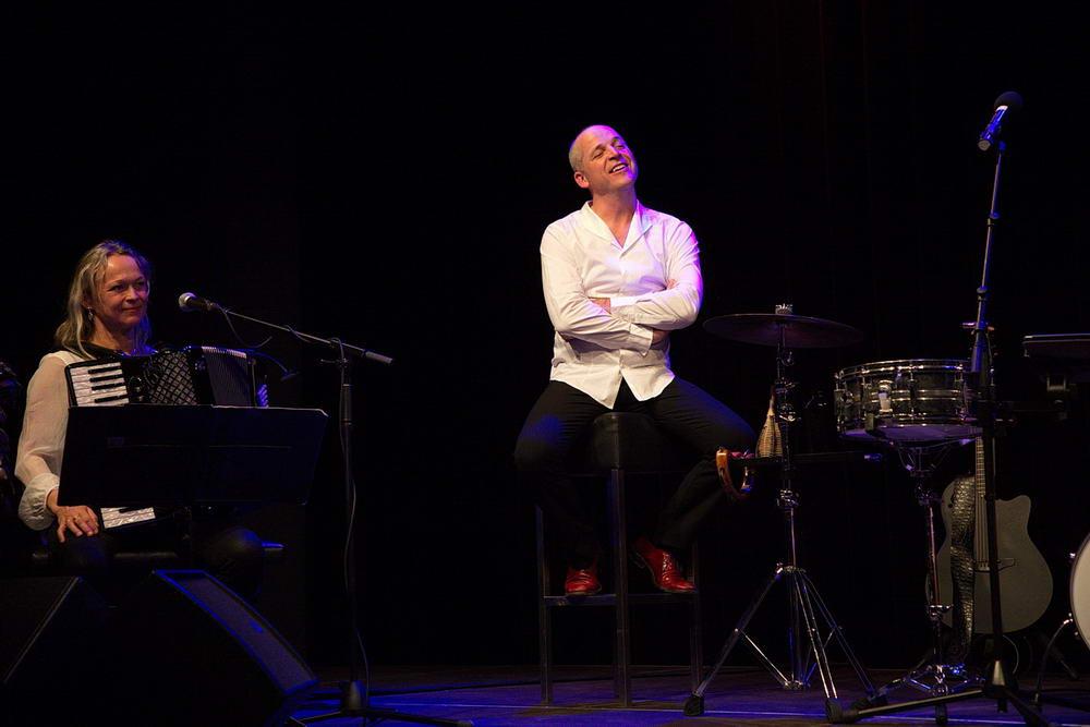 Martenstein liest und Clementi singt Zeitlieder