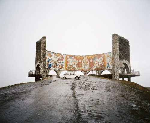 Georgian Military Highway, Gudauri, Georgia, 2013.  © Rob Hornstra / Flatland Gallery. From: An Atlas of War and Tourism in the Caucasus (Aperture, 2013).
