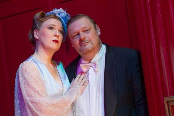 Susanne Wende (Dorothy), Marcus Marotte (Sinclair Bayfield). Foto: marco Riebler