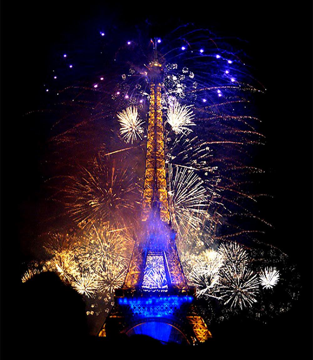 Feuerwerk am Nationalfeiertag beim Eiffelturm in Paris