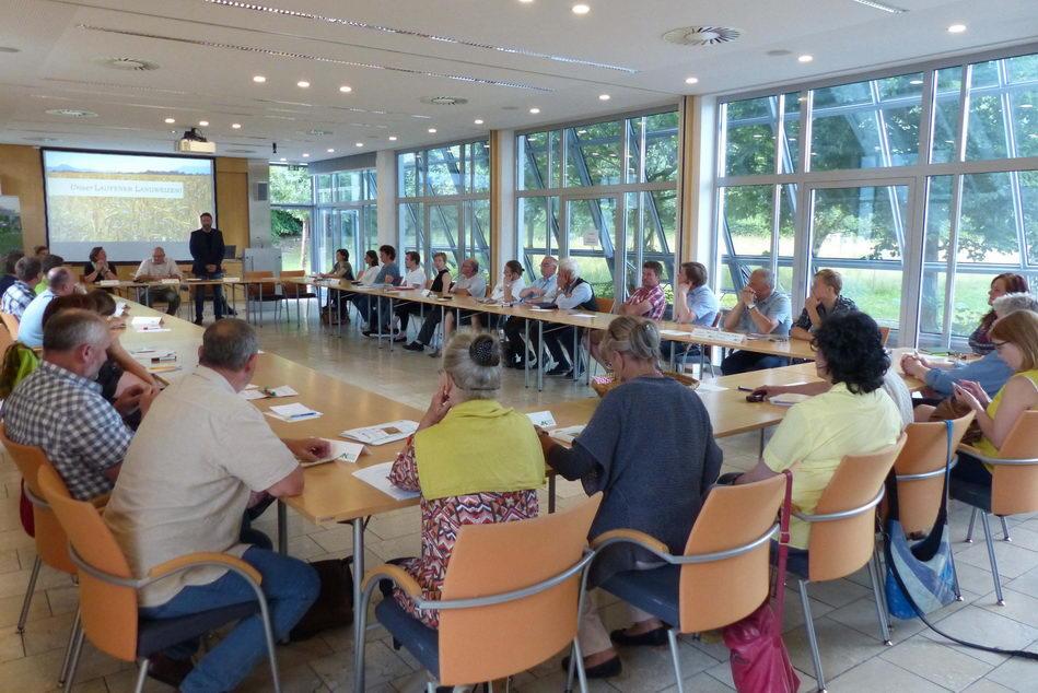 Interessiert horchten die zahlreichen Teilnehmer des runden Tisches den Präsentationen der Projektergebnisse. (Foto: Biosphärenregion Berchtesgadener Land)