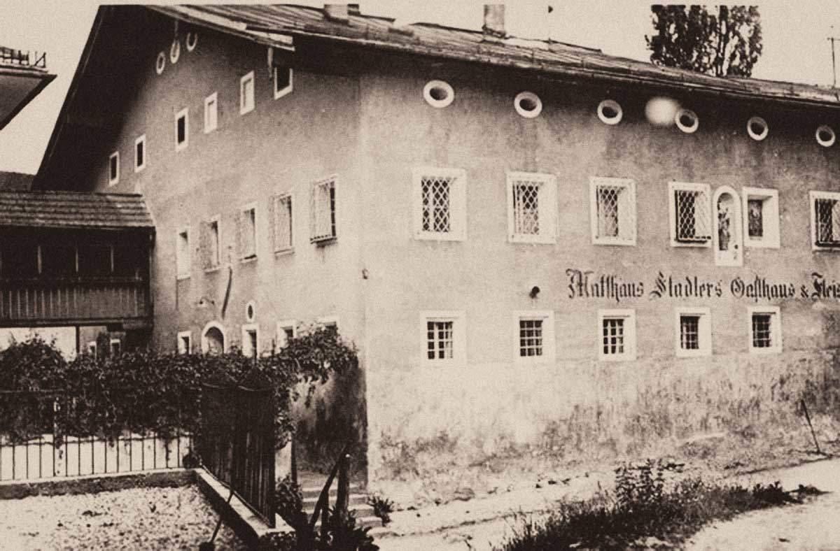 Das Gasthaus Stadler von der Kirche aus gesehen. Foto: Archiv Alois Fuchs/ Dr. Andreas Maislinger