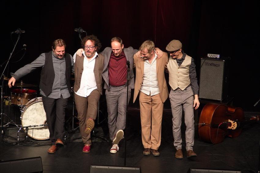 Jimmy SchalgerJimmy Schlager & Band a bissl komisch Geschichten und Weisheiten eines Weinviertlers.